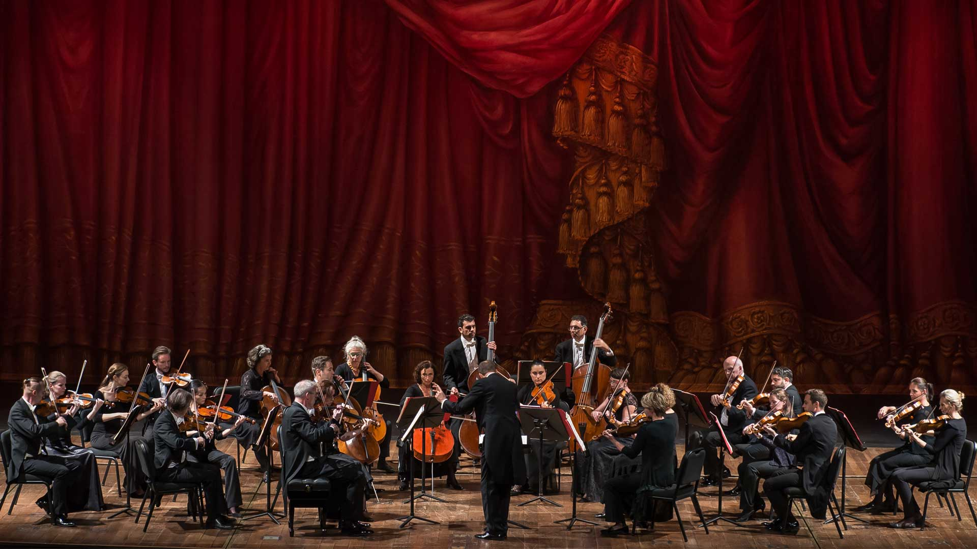 Vienna Chamber Orchestra with Paul Lewis, Piano