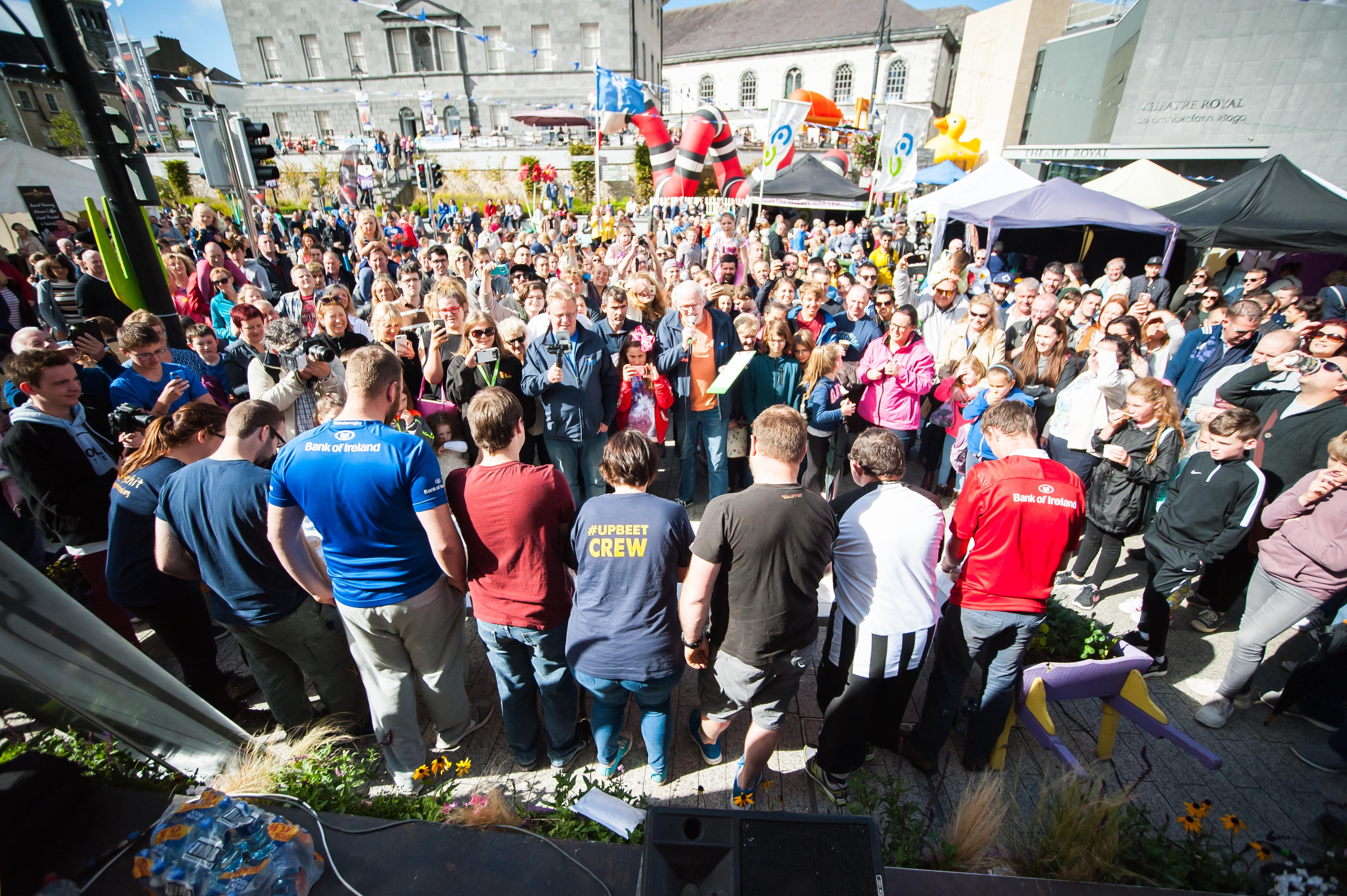 Crowds gather at the Harvest Blaa Eating Competition
