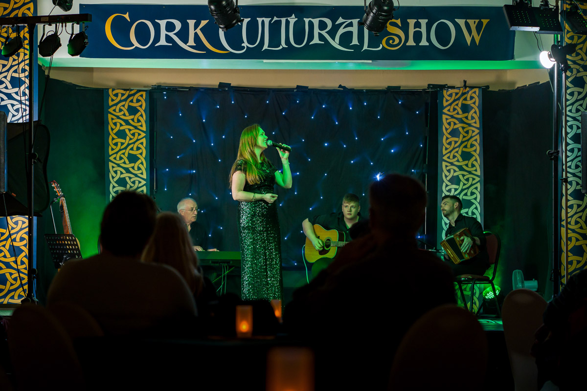 Lead vocalist Angela Ryan gives heartfelf renditions of classics such as Danny Boy and also features local Cobh history with a song about the famous Jack Doyle, 'The Contender'